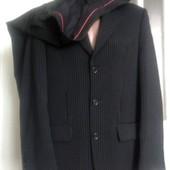 чорний новий костюм