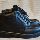 Теплые черные кожаные ботинки на мощной подошве. 41 р.