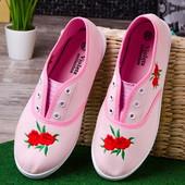 Стильные яркие розовые женские мокасины с вышивкой лето 2017