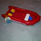 лодка и человечек lego