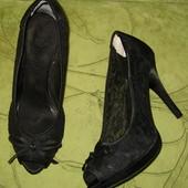 осоножки туфли 39 р-р стелька - 25 см, состояние новых, кружевные. Удобные, устойчивые. Высота калук