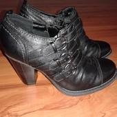 продам новые туфли ботильоны фирмы graceland