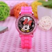 Очень красивые детские часы Минни Маус, новые