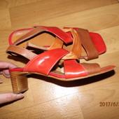 i0079)фирменные кожаные босоножки 36 р Италия