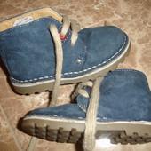Фирменные стильные замшевые ботинки мальчику на 22 размер