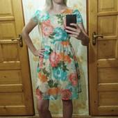 Обалденное платье в цветы! Интересная спинка! С-М