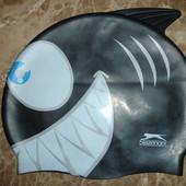 Фирменная детская шапочка для бассейна акула
