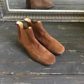 Актуальные замшевые ботинки-челси р-р 40