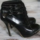 ботинки сапоги черные Bershka