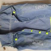 Продам джинсовую желетку на девочку