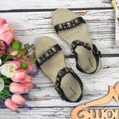 Симпатичные сандалии Craceland с декоративной отделкой стразами  SH32115