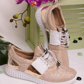 Стильные удобные женские кроссовки