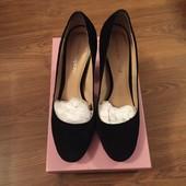 Стильные замшевые туфли Carlo Pazolini на удобном каблуке, размер 38-39