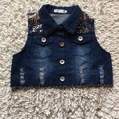 Стильная джинсовая жилетка-рванка с цепочками и паетками р 42-44