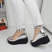 Женские туфли кожаные цвет серебро на черной платформе 39р.