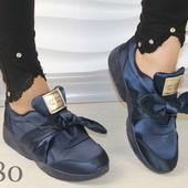 Женские кроссовки с бантом
