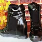 Сникерсы  ботинки лаковые отличное качество