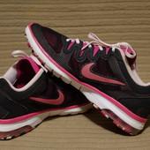 Яркие легкие фирменные кроссовки Nike Training Air Max Fusion 41 р.