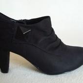 Отличные закрытые туфли фирмы Graceland (Германия) p. 39 стелька 25,5 см