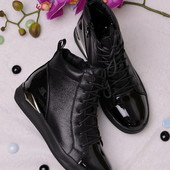 Стильные удобные женские ботинки