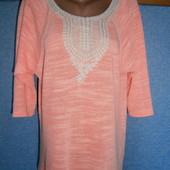 Яркий свитерок реглан с кружевом разм.С-Л.