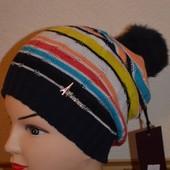 Молодежная шапка с помпоном из натурального меха -отличное качество