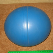 большой резиновый мяч продолговатой формы