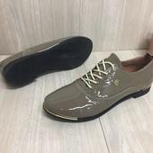 Женские туфли натуральный лак