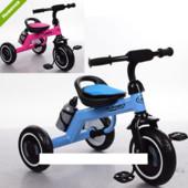 Трехколесный велосипед с бутылочкой