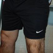 Спортивние фирменние шорти Nike м .