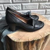 Кожаные туфли лоферы Clarks на каблуке рр 40