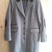 Trussardi jeans. стильное шерстяное пальто