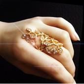 Оригинально красивое кольцо.