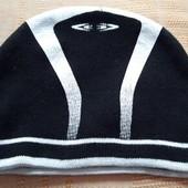Тёплая плотная шапка фирменная Umbro