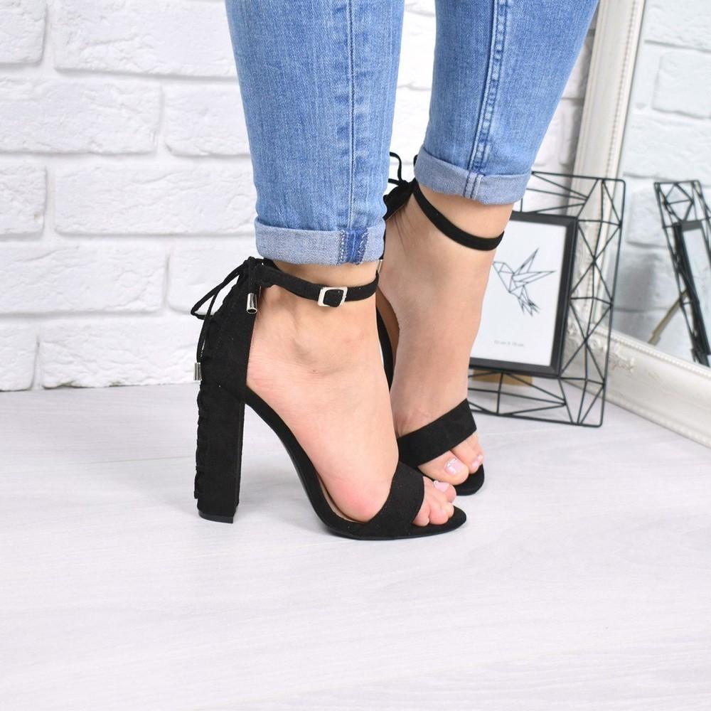 Женские черные замшевые босоножки на каблуке фото №1