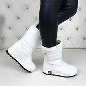 Женские белые зимние сапоги Chanel