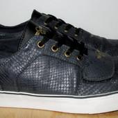 стильные фирменные кроссовки 26,5 см