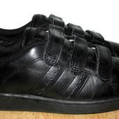 отличны кроссовки 23.5 см
