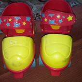 Четырехколесные роликовые коньки с передними пробками-тормозами и легкорегулируемыми ремнями-липучка