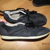 кроссовки 36 р украшены стразиками