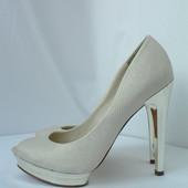 Оригинальные брендовые туфли BcbgMaxAzria бежево-золотистые.Размер 7В (36-37).