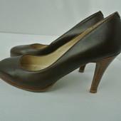 Фирменные кожаные туфли New Look  (Англия) на каблуке. Размер 37 (по стельке 24см).