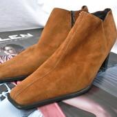 Модные замшевые ботильоны Peter Kaiser на среднем каблуке размер 5,5