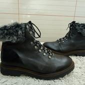 Ботинки із нат.шкіри на набивному хутрі 39 р-р і устілка 25,5 см.