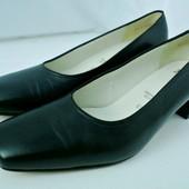 Стильные кожаные туфли Ara (Германия) на каблуке. Размер 6,5/ 39-39,5  полнота G