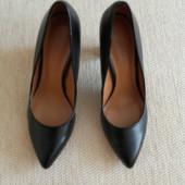Черные туфли на толстом каблуке от Charles & Keith !