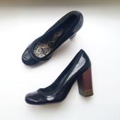 Dolcis стильные лаковые черные туфли 38р каблук столбик круглый носок