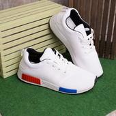 Легкие удобные мужские кроссовки белого цвета