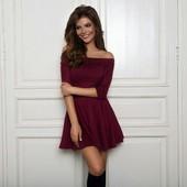 Красивое платье со спущенными плечами, юбка-солнце.