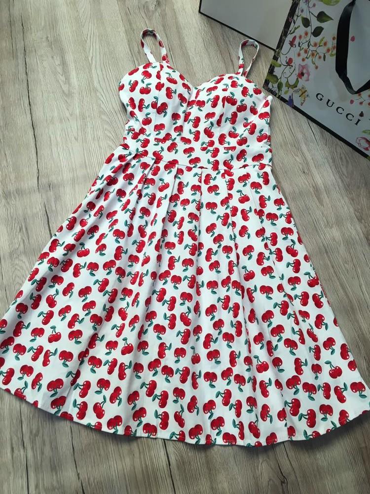 Женское платье с вишенками  фото №1